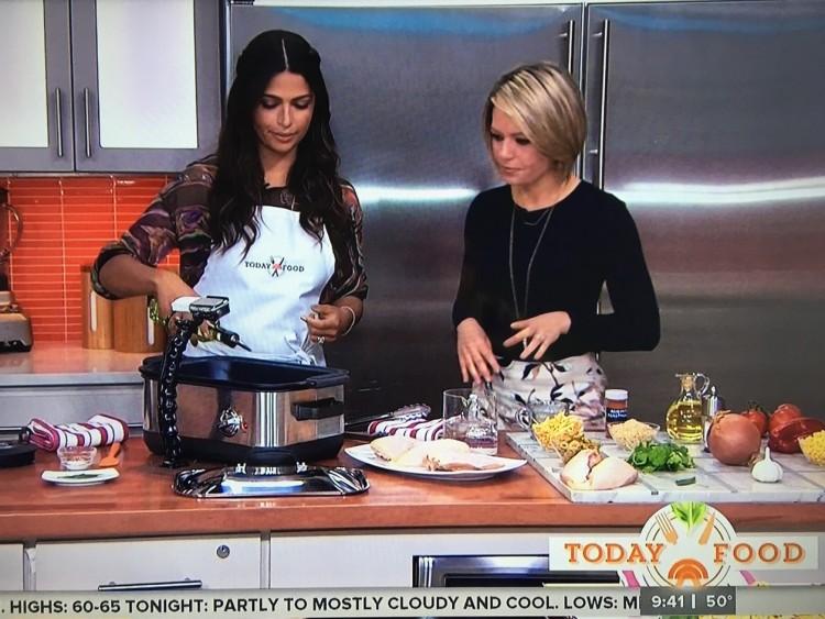 """Modelo brasileira Camila Alves cozinha receita familiar no """"Today"""". (Foto: Reprodução)"""