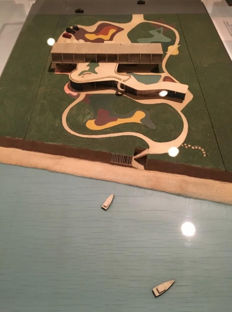 Maquete de projeto (não realziado) de casa de praia na cidade de Santa Barbara, na Califórnia, que seria feito em parceria com Oscar Niemeyer, que se recusou a visitar os Estados Unidos em 1948. (Foto: Marcelo Bernardes)