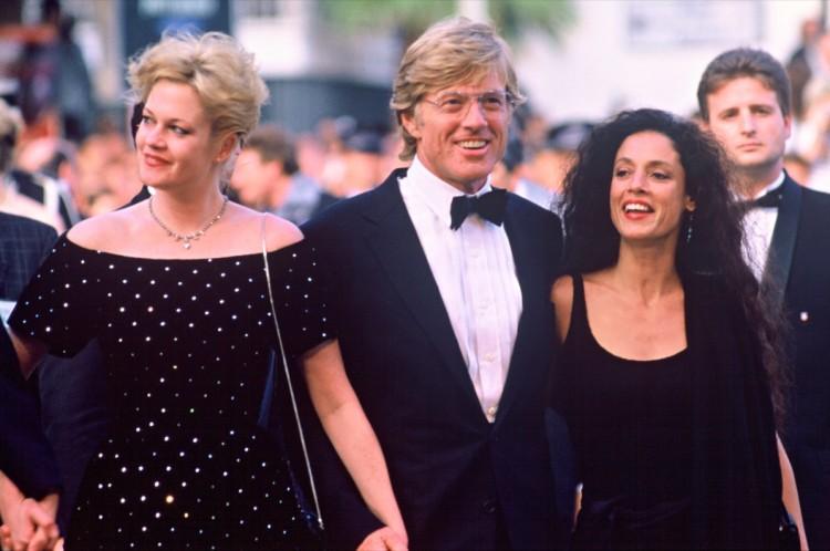 """As atrizes Melanie Griffith e Sonia Braga, dirigidas por Robert Redford em """"Rebelião em Milagro"""", exibido em Cannes em 1988. (Foto: Reprodução)"""