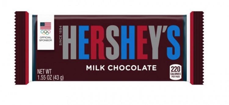 Barra da chocolate Hershey's altera a cor de seu logotipo, com o acréscimo do vermelho e do azul, pela primeira vez em 100 anos. (Foto: Reprodução)