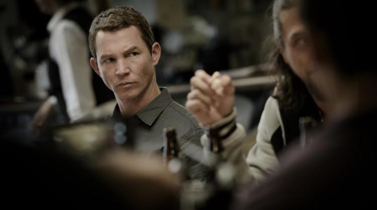 Shawn Hatosy faz papel do irmão diabólico Andrew, interpretado no filme original por Ben Mendelsohn. (Foto: Eddy Chen/TNT)