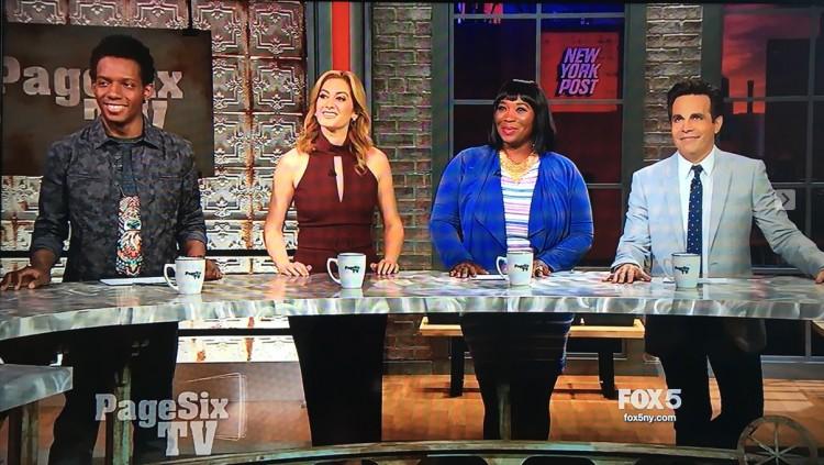 """Os comentarias do """"Page Six TV"""": os jormalistas Carlos Greer e Elizabeth Wagmeister, a radialista Bevy Smith e o ator e comediante Mario Cantone. (Foto: Reprodução)"""