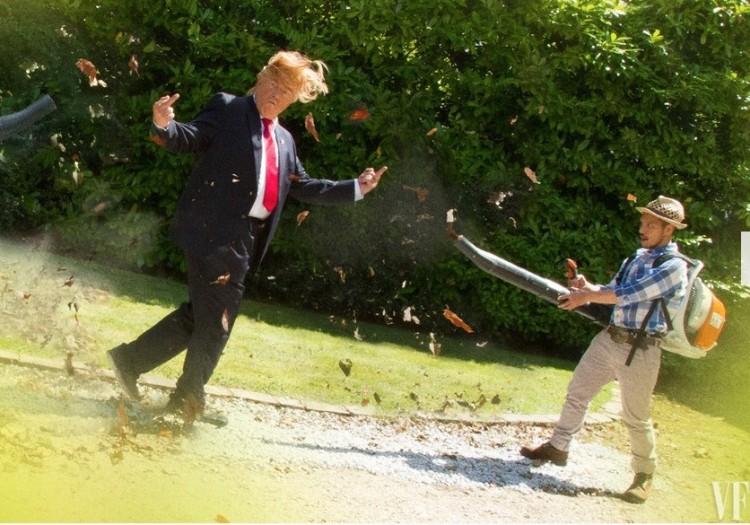 """Com ventilador à vácuo para limpar jardins, um mexicano """"cuida"""" do cabelo de Trump. (Foto: Reprodução)"""
