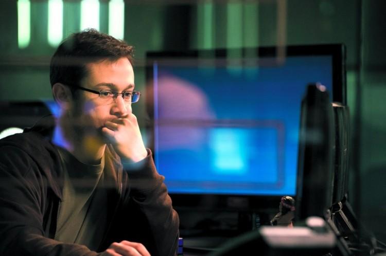 """O ator Joseph Gordon-Levitt em cena de """"Snowden"""", de Oliver Stone. (Foto: Divulgação)"""