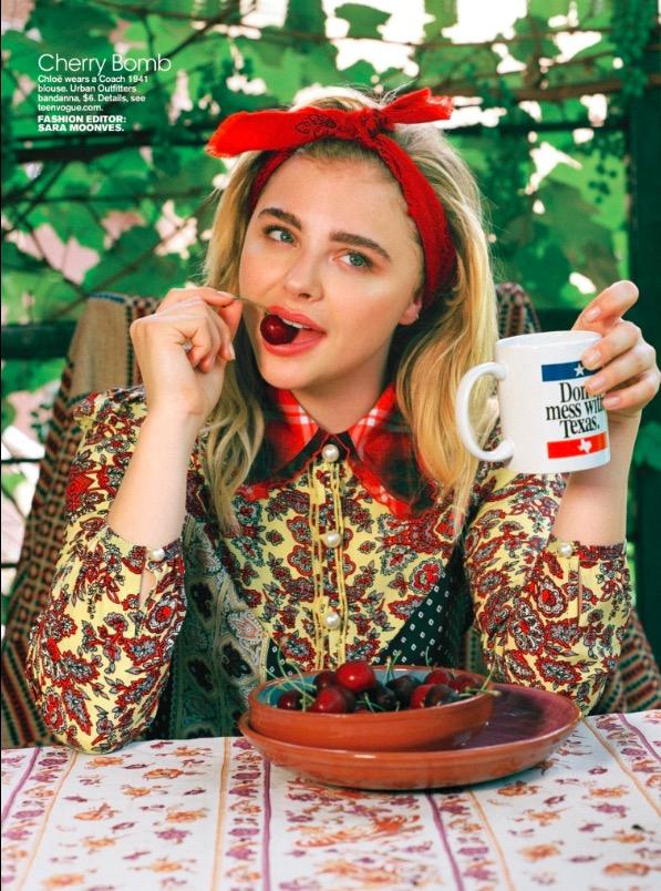 """Foto do ensaio do fotógrafo Bruce Webber com Chloë para a """"Teen Vogue"""". (Foto: Reprodução)"""