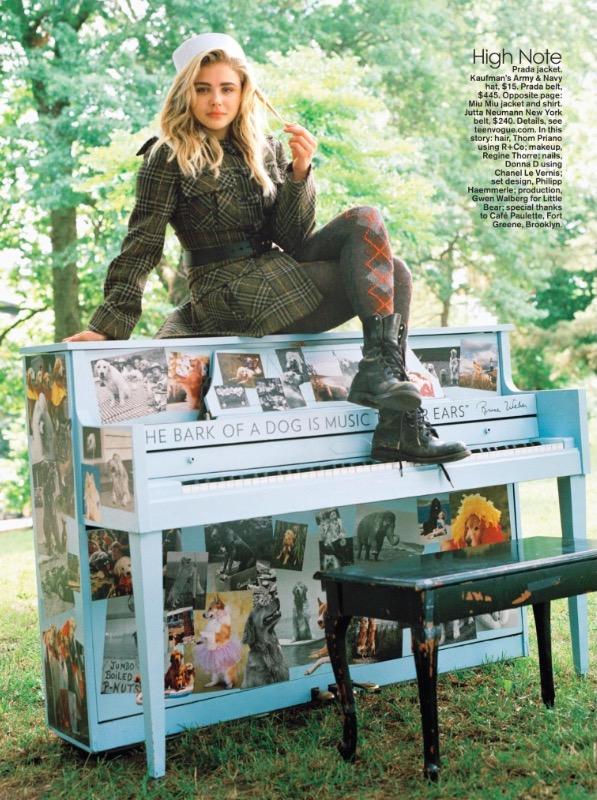 """Chloë é entrevistada por Julianne Moore na nova """"Teen Vogue"""". (Foto: Reprodução)"""