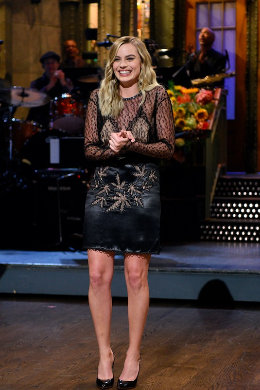 "A atriz australiana Margot Robbie foi a hostess da volta do ""SNL"". (Foto: Will Heath/NBC)"