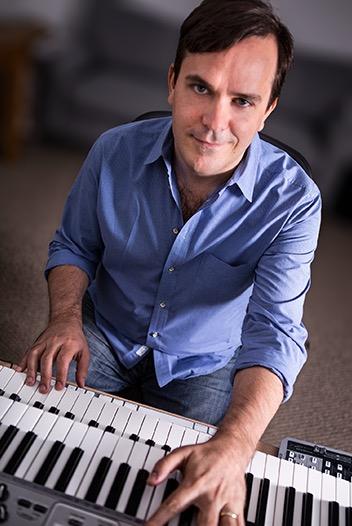O músico Marcelo Zarvos: chances de conquistar primeira indicação para o Oscar. (Foto: Reprodução)