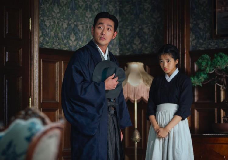 """Cena de """"A Criada"""", filme do sul-coreano Park Chan-wook que, assim como 'Aquarius', não representa oficialmente seu país na corrida do Oscar. (Foto: Reprodução)"""