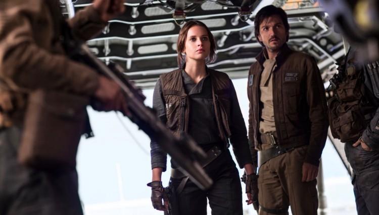 """Felicity Jones e Diego Luna em cena da nova aventura """"Star Wars"""" (Foto: Divulgação)"""