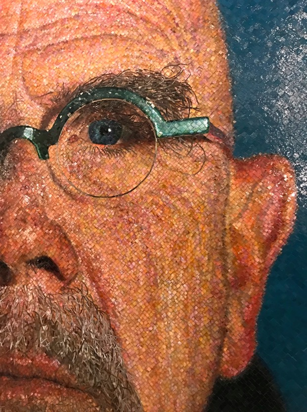 Detalhe do auto-retrato de Chuck Close. (Foto: Marcelo Bernardes)