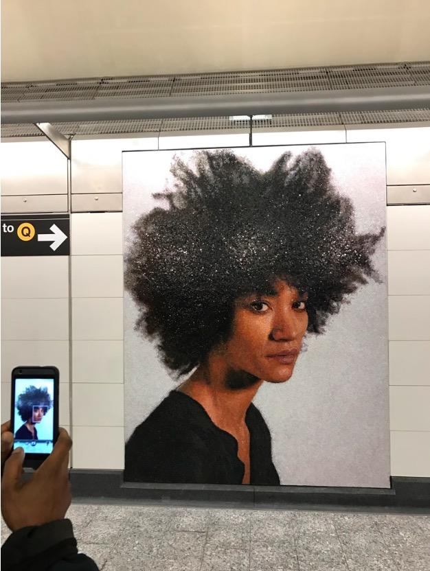 A artista Kara Walker, que é mulher de Chuck Close. (Foto: Marcelo Bernardes)